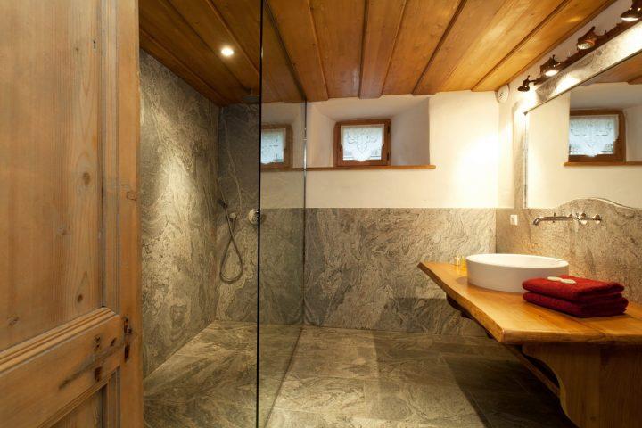 """Bathroom """"Pont de Grange"""" bedroom"""