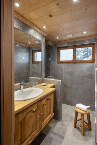 Bathroom superior double room in the corner