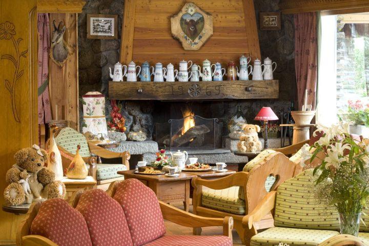 Bar lounge with fireplace corner