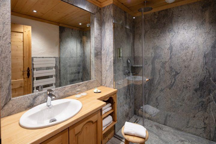 Bathroom superior room