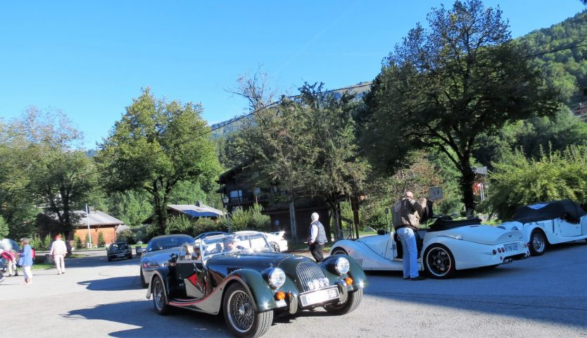 Vintage car meeting at the Neige et Roc hotel